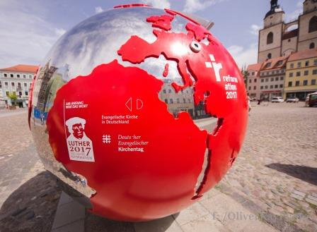Weltkugel auf dem Marktplatz der Lutherstadt Wittenberg